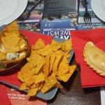 Nachos rancios y empanadas 6€.....