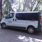 Taxi con capacidad para 8 pasajeros más el conductor