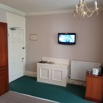 Scacious well planned room with wall mounted tv (no boxing of cables).