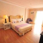 Junior Suite (Queen Bed)  - PhP 3, 500.00