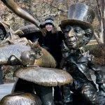 Foto di Alice in Wonderland Statue