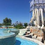 Pool mit Bar (Essen und Drinks), 100m weiter beginnt der Strand