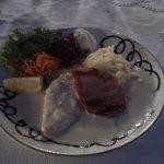 pollo e maiale con salsa di formaggi