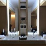 Junior Corner Suite Bathroom