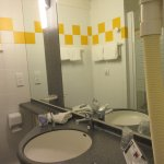 petits produits de courtoisie-salle de bain très propre