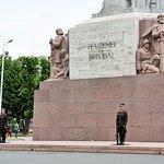 la garde nationale du Freedom monument de Riga