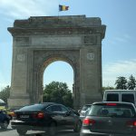 Triumph Arch with morning traffic