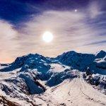 Le Glacier et les sommets baignés par la lune