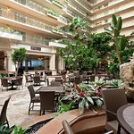 Photo de Embassy Suites by Hilton Hotel San Francisco Airport (SFO) - Waterfront
