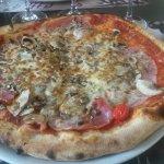 Pizza Reine .... Bien garnie et très bonne !