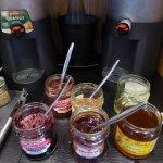 Assortiment du Petit-Déjeuner (Choix de confitures et miels)