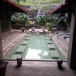 La petite piscine dans le patio