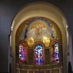 Mosaïque et vitraux du choeur