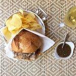 Menu Sande de Leitão. Com batata frita e bebida.