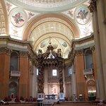 Foto de Cathedral of Marie-Reine-du-Monde