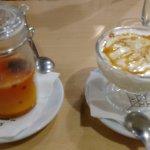 Panacota de mandarina y yogur griego con fruta