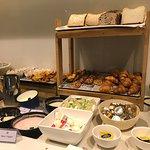 Breakfast Horizon Club lounge
