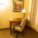 Foto de C'mon Inn Hotel & Suites