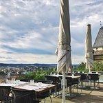 Terrasse des Aiola Upstairs mit Blick auf Graz, 09h00