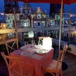 La espectacular vista de la proyeccion del videomapping sobre la catedral de Puebla