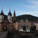 """Blick von der """"Alten Brücke"""" auf das Hotel"""