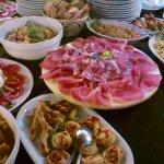 assaggi vari di piatti tipici toscani per cene a buffet