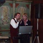 Soirée musicale animée par un chanteur italien ainsi que par le personnel de l'hôtel..