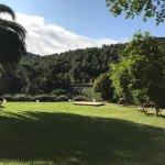 Le parc et la piscine, avec sa vue imprenable sur les Corbières