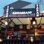 Photo de Sarahs Restaurnat and Fun Pub