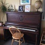 Faltou alguém está tocando e eu apreciando literalmente, amo pianos.