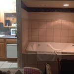 Kitchenette and jacuzzi