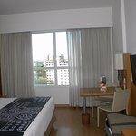 Móveis funcionais e janela para uma vista agradável