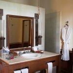 2 Queen room bathroom in main house
