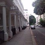 Rue ou est situé l'hôtel Baysmater Inn.Elle est très calme...Peu de voitures