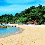 Puka-Shell-Beach-or-Yapak-Beach-on-the-North-Boracay-Island_large.jpg