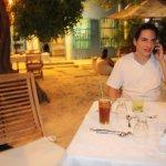 Servem o café e o jantar na entrada ao ar livre uma delícia de frente para o mar