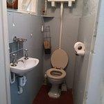 Die zusätzliche Toilette unten