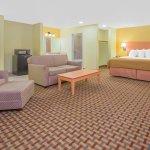 Days Inn & Suites Lubbock South King Suite