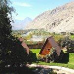 Se pueden apreciar nuestras cabañas y la hermosa vista del hotel, enclavado en el valle de Lunah