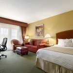 Foto de Embassy Suites by Hilton Greensboro - Airport