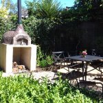 pizza oven in the garden, some nice shade under the trees a loverly place to sit with gin or tea