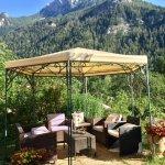 Jardin entourée de montagnes
