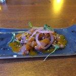 Tartar de salmón con crema de mango