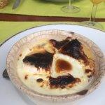 L'œuf cocotte au camembert, un peu brûlé sur le dessus