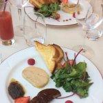 Duo de foie gras (froid et chaud) et cocktail de fruits sans alcool