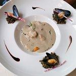 Entrée : Gaspacho de lentilles verte du Puy-en-Velay, moules de bouchot et fruits secs