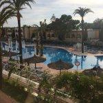 Excelente piscina con zona de jacuzzi