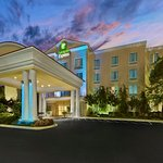 Photo de Holiday Inn Express Hotel & Suites Concord