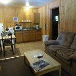 Cabin D - living room & kitchenette