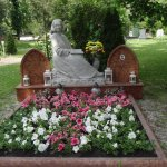 A double cemetry at Kegleyti.. lovingly maintained by the family..